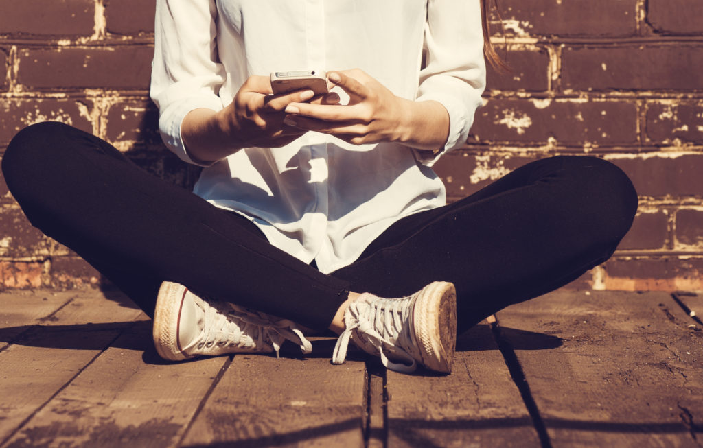 Woman texting © | Elena Kharichkina/Shutterstock