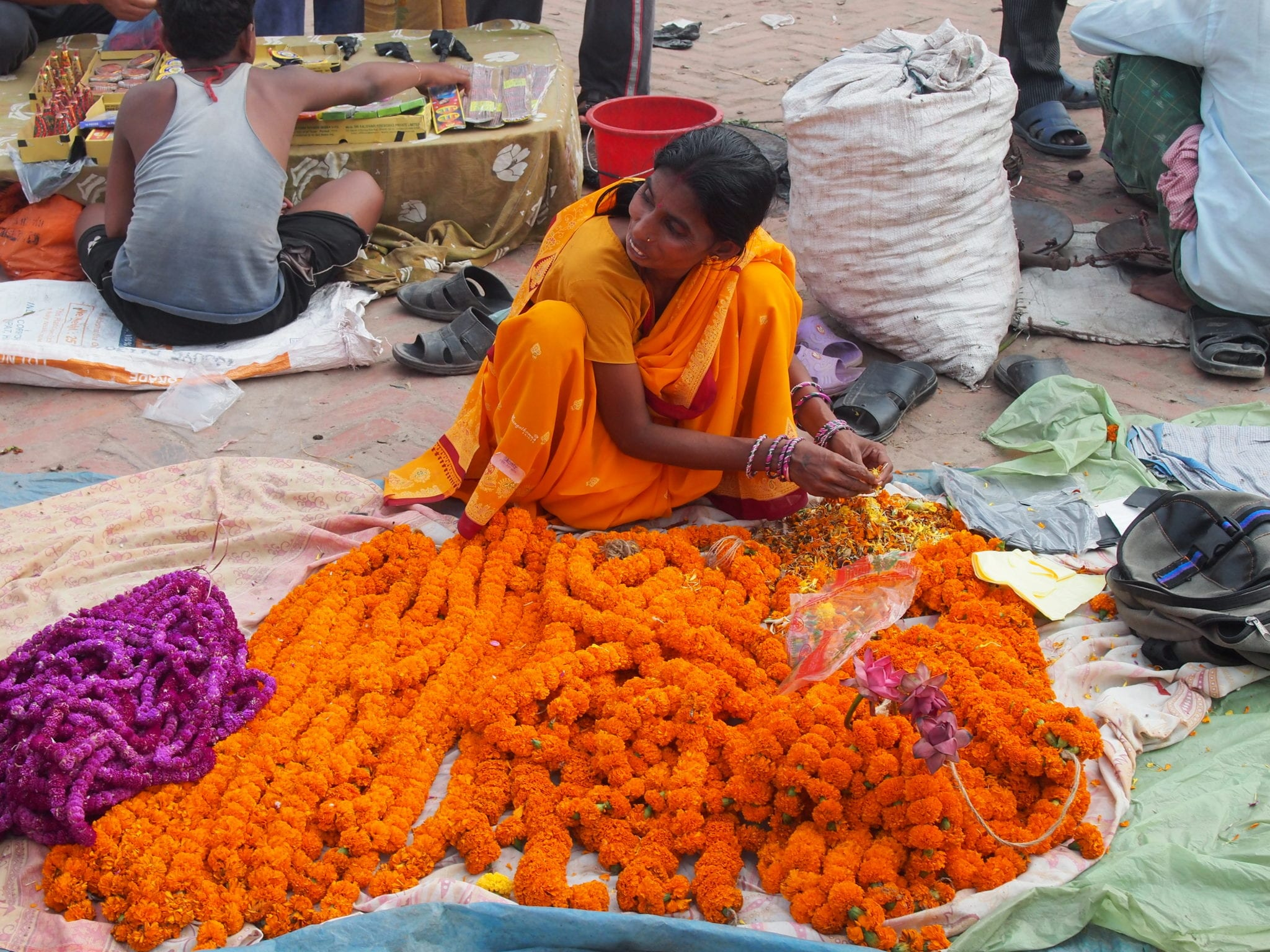 Local marigold vendor | © Elen Turner