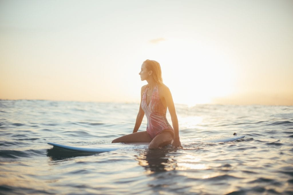 A woman surfing in San Diego © | Chris Osmond/Unsplash
