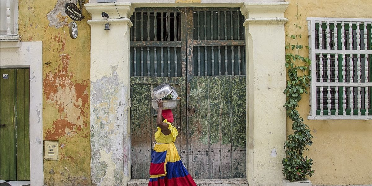A local Colombian woman walks the streets of Cartagena © | ShonEjai/Pixabay