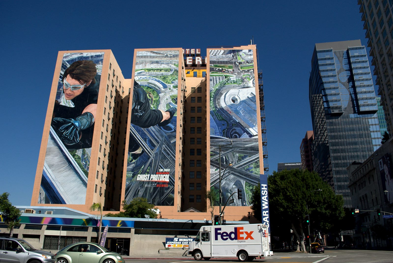 Billboard Mural at the Hotel Figueroa, Los Angeles © | Joe Wolf/Flickr Creative Commons