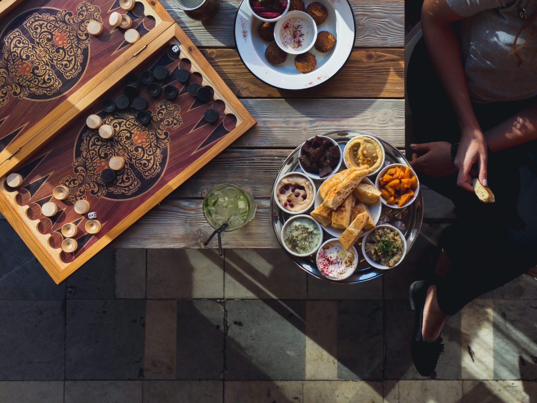 Traditional Lebanese fare at a Beirut cafe © | Frau Tori/Shutterstock