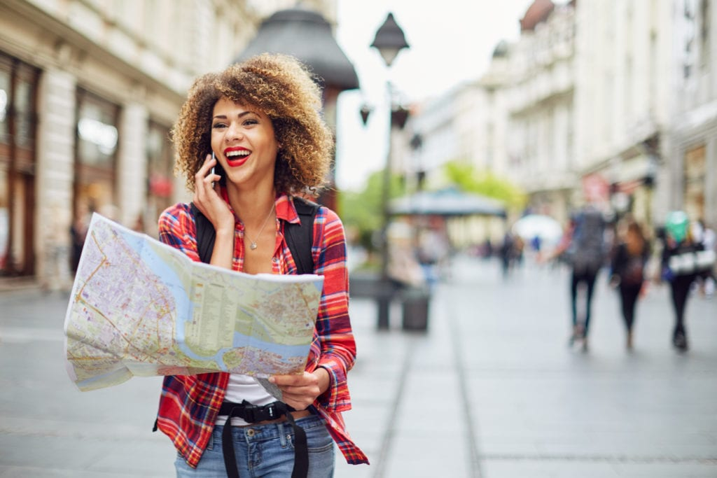 A young woman navigates a new city   © astarot