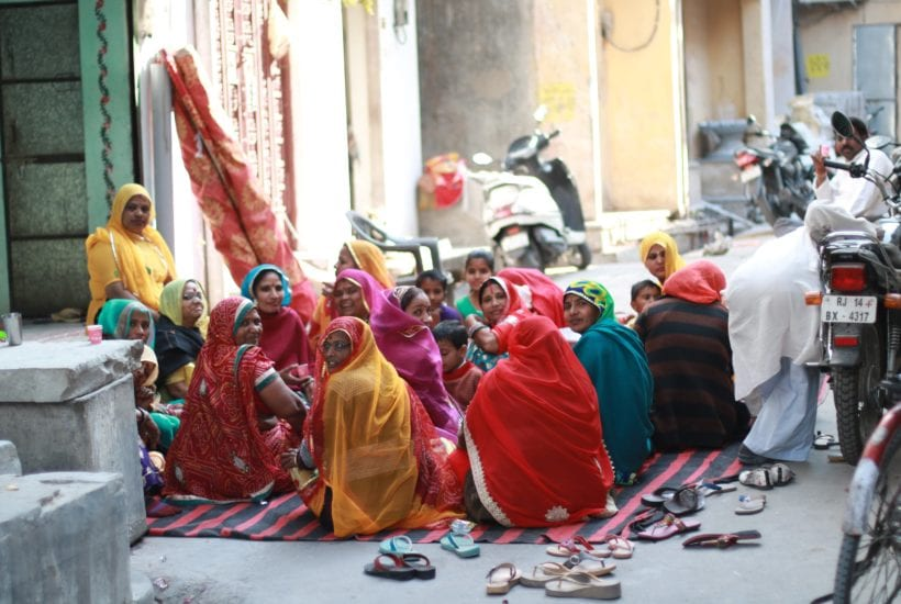 Rajasthani women gather on the street for chai| Photo by Jenna Kunze