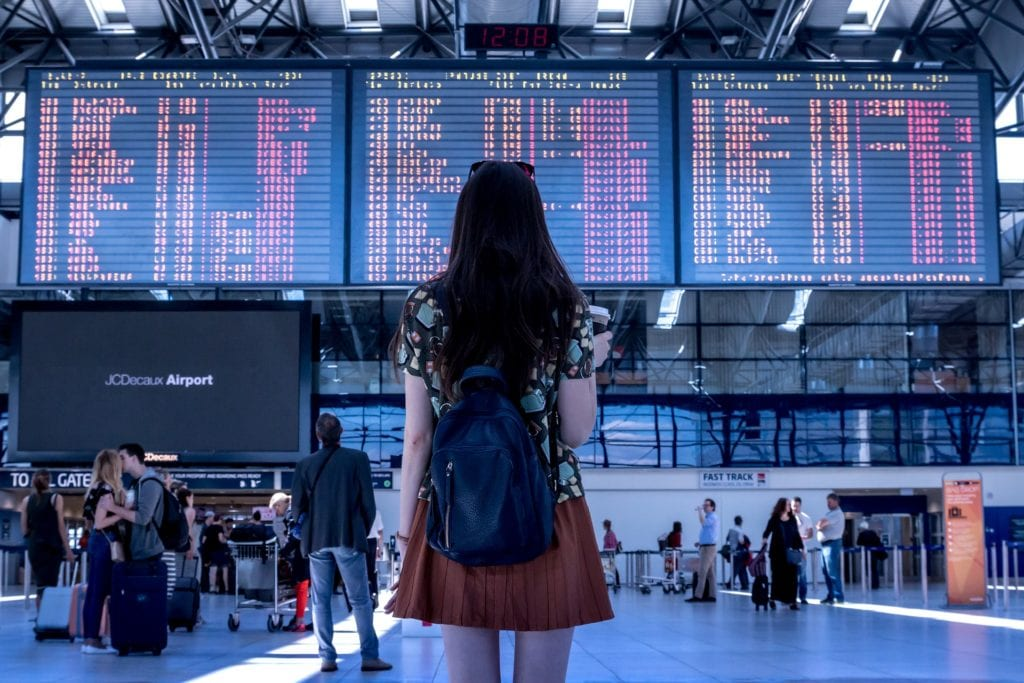 Woman at the airport | © JESHOOTScom /Pixabay