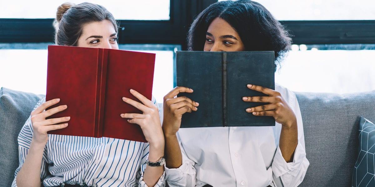 Two women reading | © GaudiLab/Shutterstock