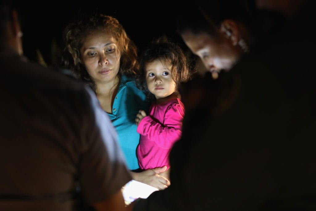 Central American asylum seekers are taken into custody near the U.S.-Mexico border | © Communications PCOR/Flickr