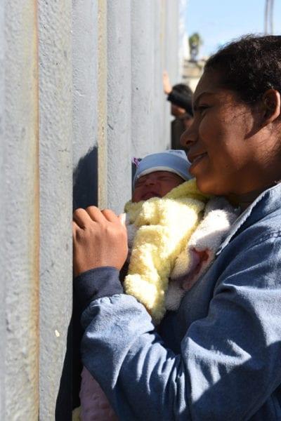 Ten days old Asylum Seekers arrives in Tijuana, Mexico | © Daniel Arauz/Flickr