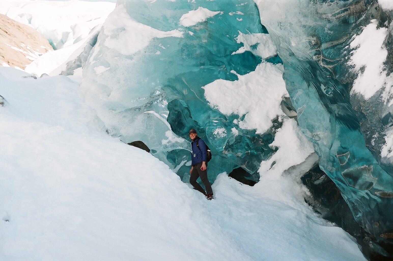 Exploring the ice caves | © Jenna Kunze/Unearth Women