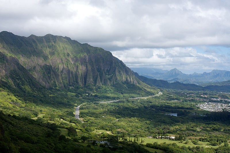 Cliffs of the Koolau Range as seen from the Nuuanu Pali Lookout, O'ahu, Hawaii, USA | © Lukas/Wikimedia Commons