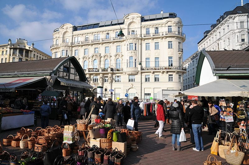 Naschmarkt in Vienna   © böhringer friedrich/Wikipedia Commons