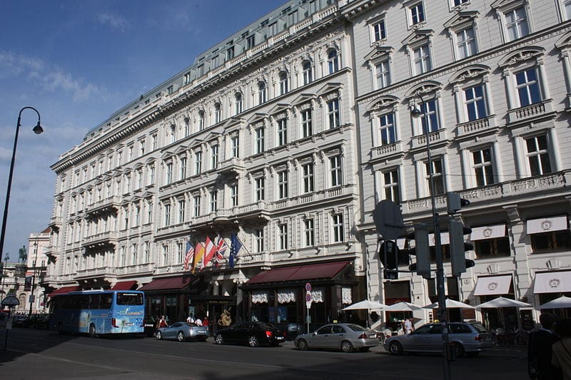 The famous Hotel Sacher in Vienna   ©  Politikaner/Wikipedia Commons