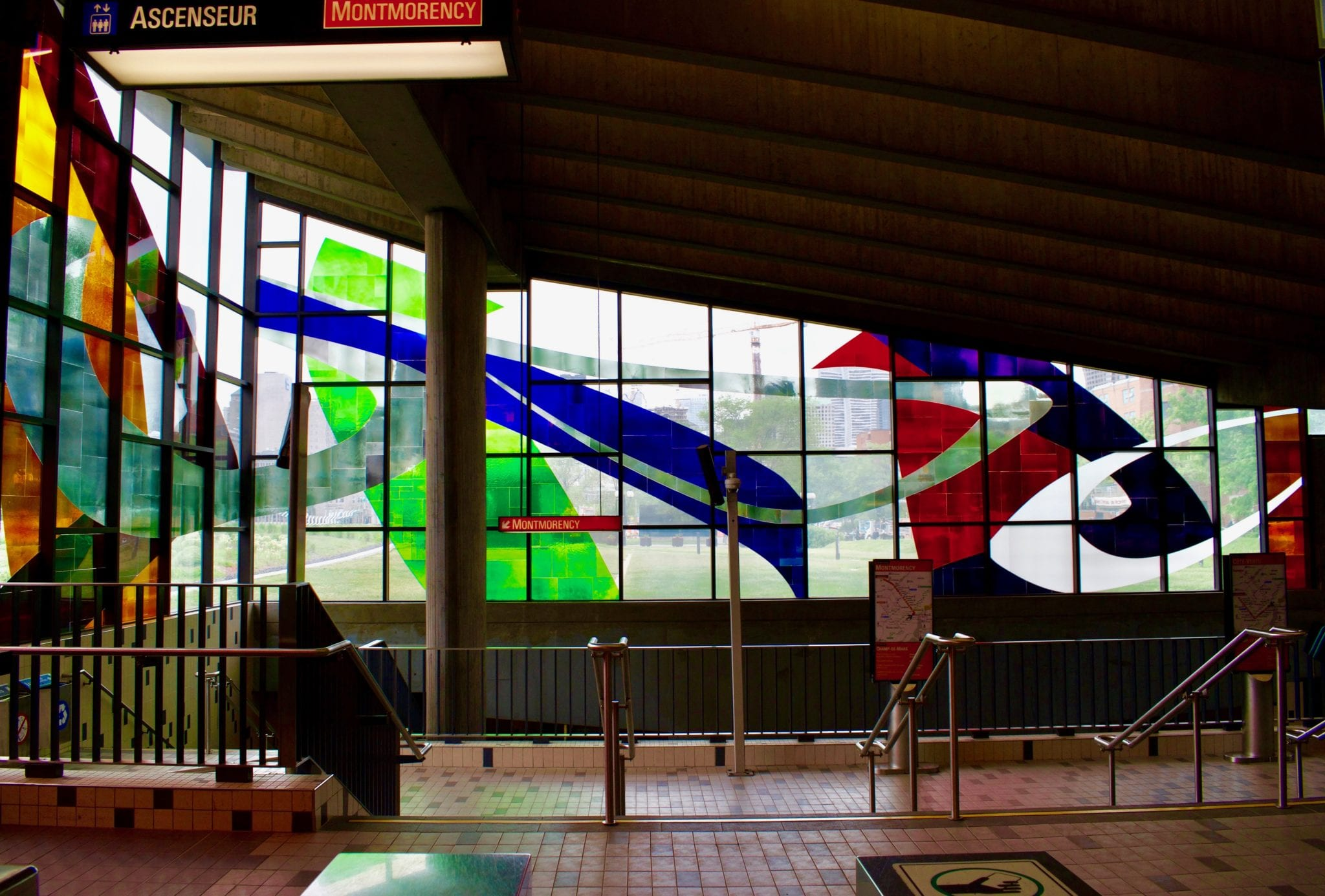 Glass work by Marcelle Feron in the Montreal Metro | © Chelsie Evans