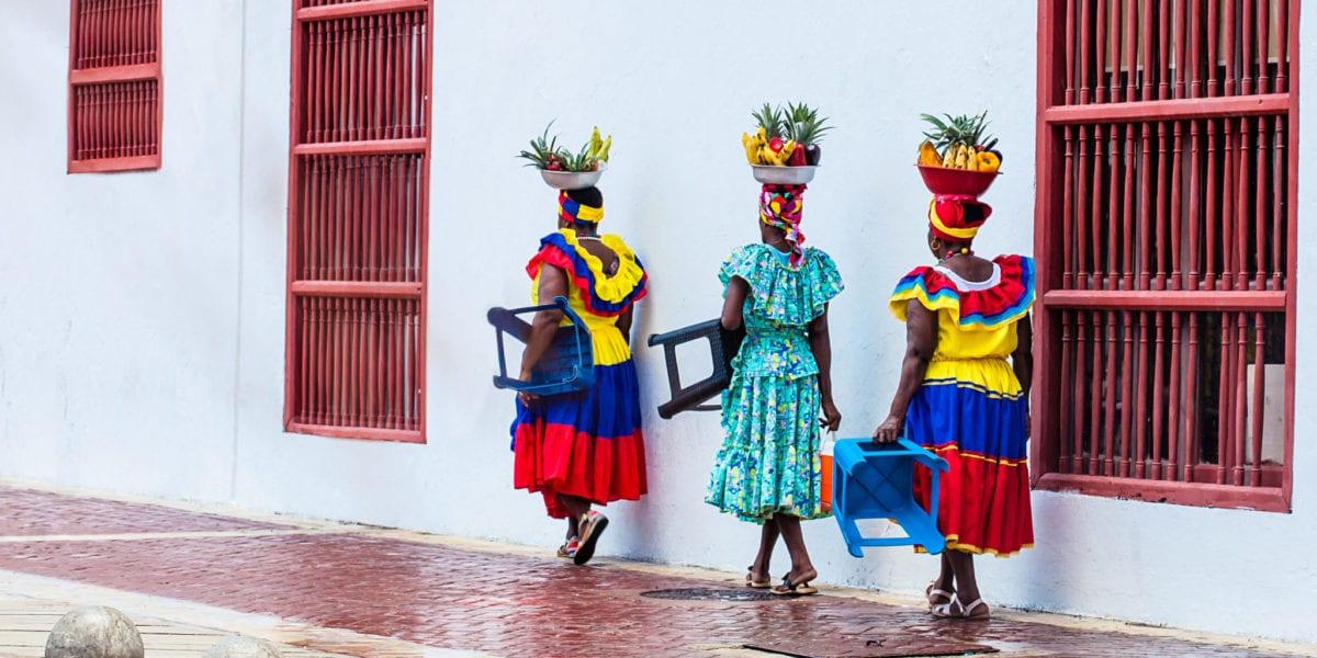 Local women walk the streets of Cartagena | © Anamaria Mejia/Shutterstock