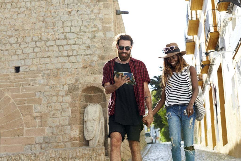 A couple navigates the streets of Italy | © Monkey Business/Shutterstock