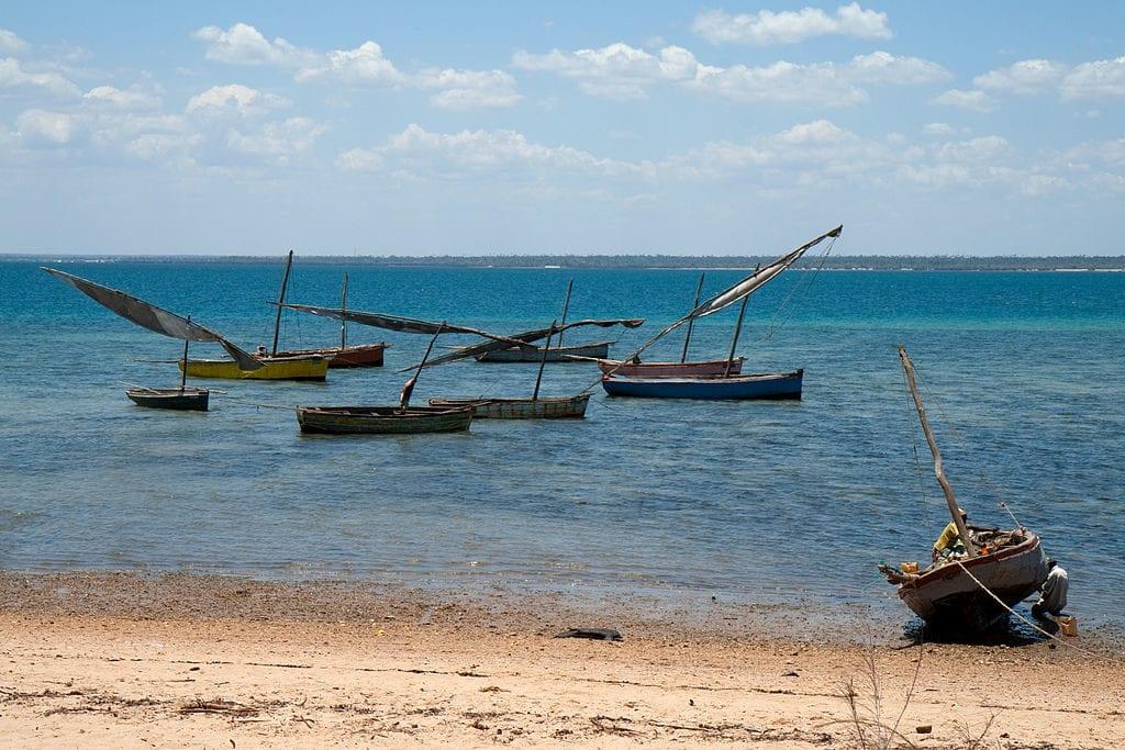 Fishing boats on the coast of Mozambique | © Stig Nygaard/Wikimedia Commons